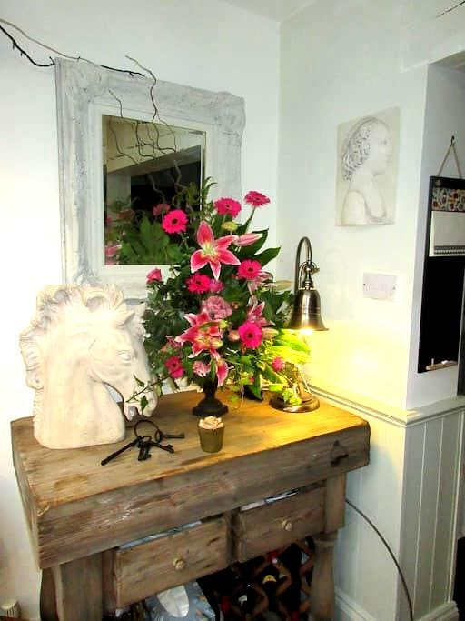 Double bedroom & bathroom, & single bed in attic - Sutton Coldfield - Bed & Breakfast