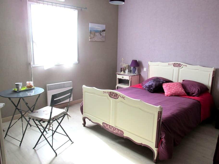 Jolie chambre dans un petit bourg - Plougoulm - Dom