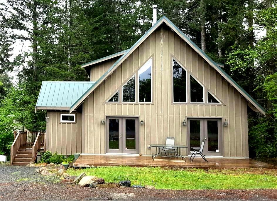 Elk Run Lodge - Hot tub / WiFi / AC - Packwood
