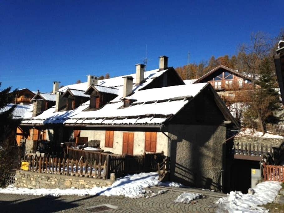 baita rustica in Champlas Seguin - Cesana torinese - Daire