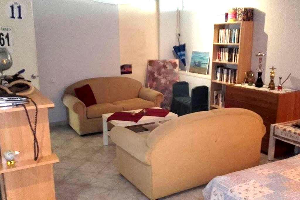 Cosy semi-basement big studio - Glifada