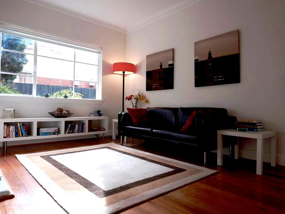 Stylish apartment in a leafy inner city suburb. - Saint Kilda East - Apartment
