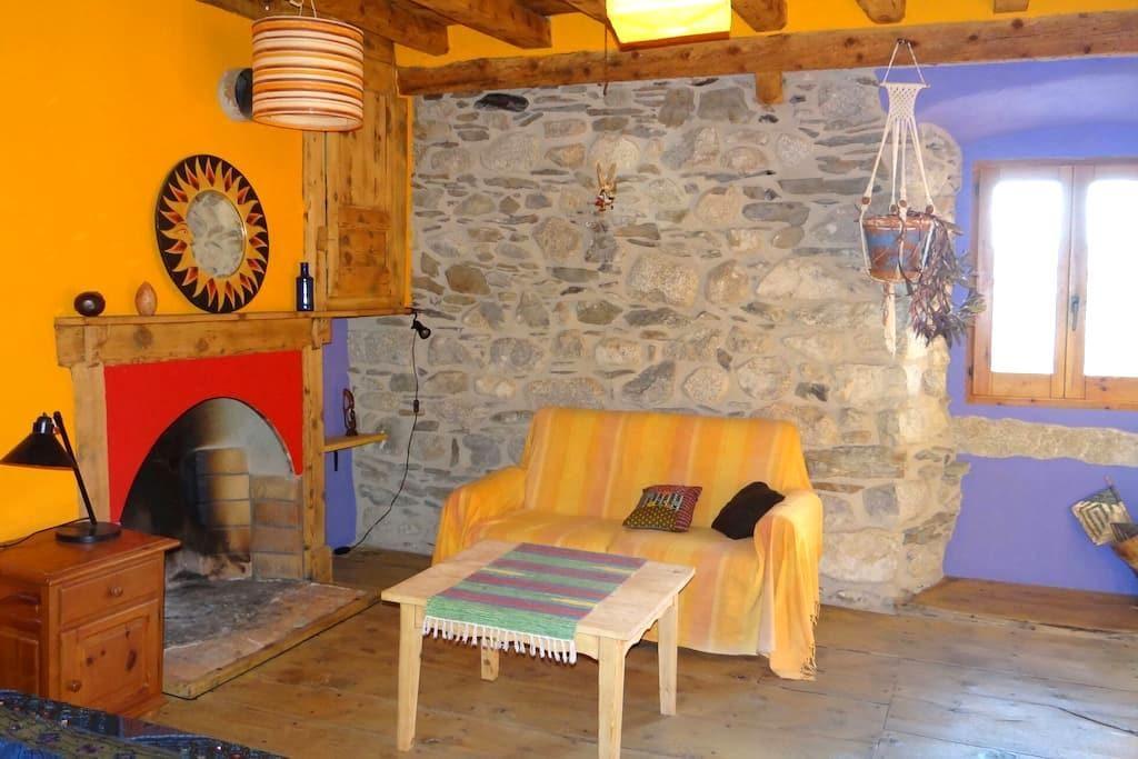 Habitacion rustica y muy acogedora - Latour-de-Carol - 一軒家