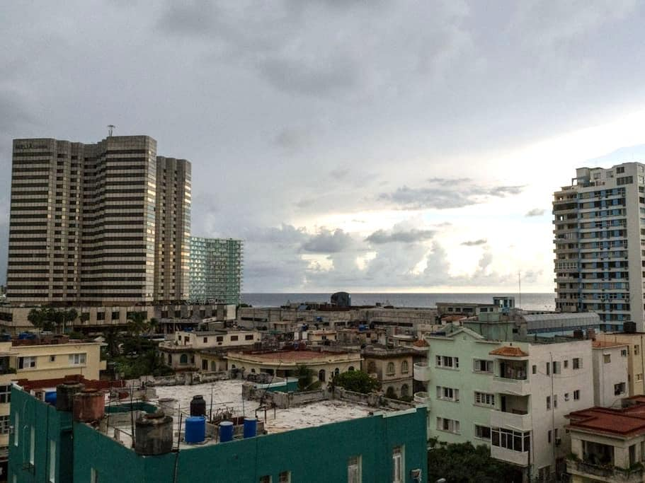The house of Javi - Vedado steps away from Malecon - La Habana - Loft