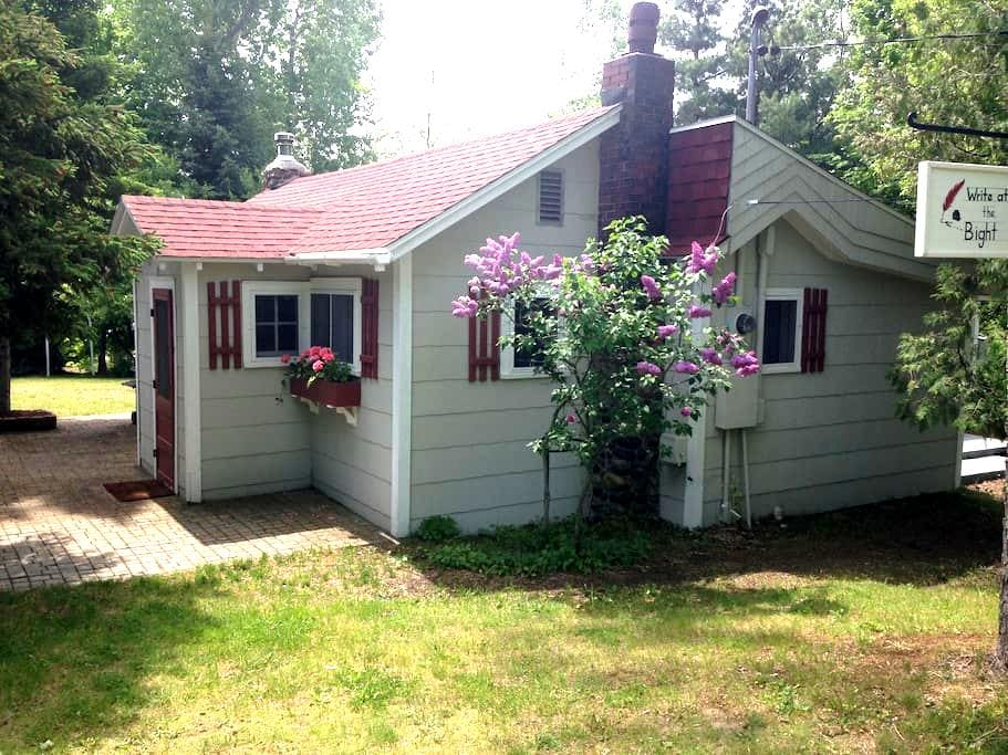 Charming 1930s Northport Cottage - Northport