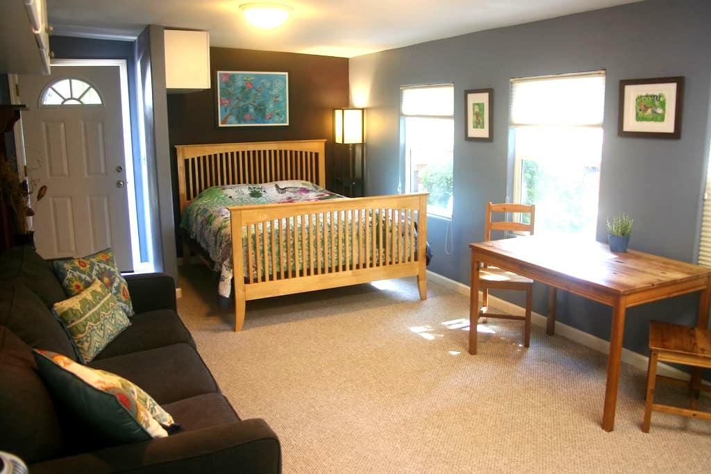 Spacious Studio in Garden Tract - Redding