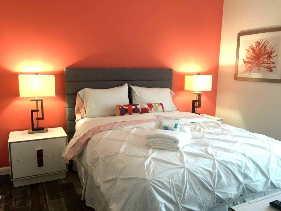 Hudson House MIA! 1 Queen Bed/ Shared Bath - Miami - Ház