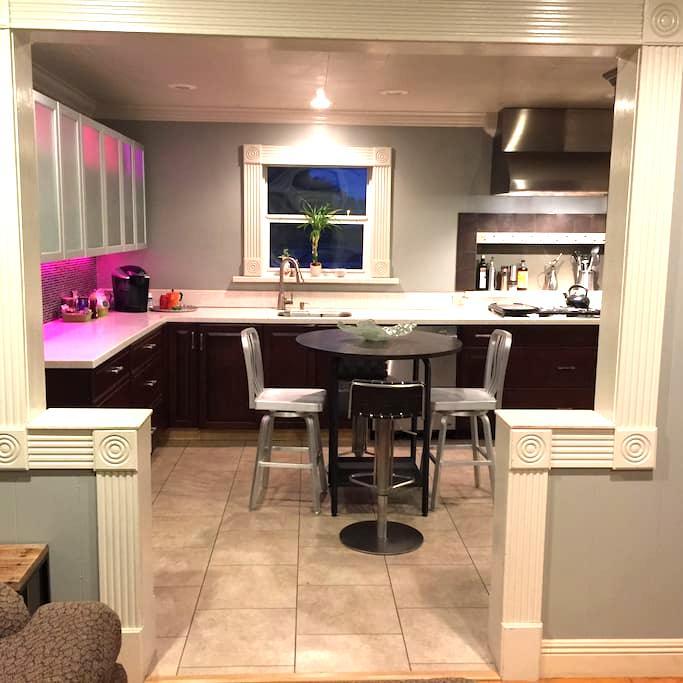 Elegant House: 2 Bedroom Home & Office--Sleeps 2-5 - Lafayette - Dům