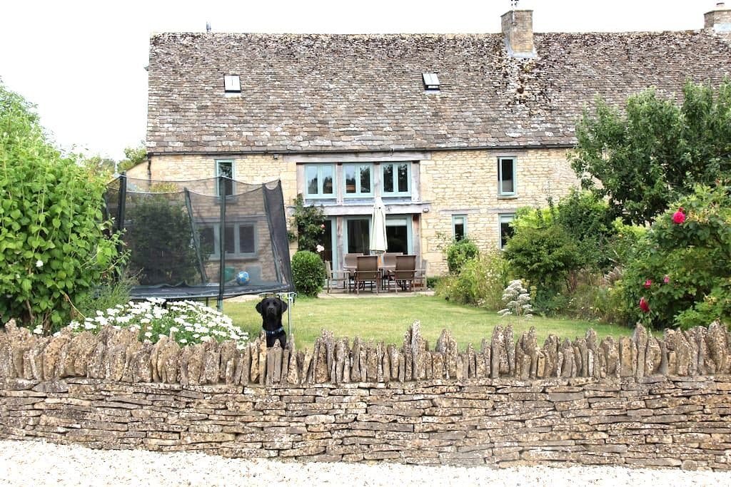 5 Bedroom Cotswold Barn Conversion - Oxfordshire