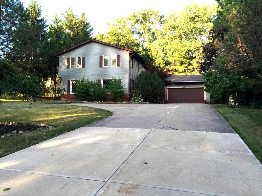 Beautiful Beachwood Home on Green - Beachwood - Talo