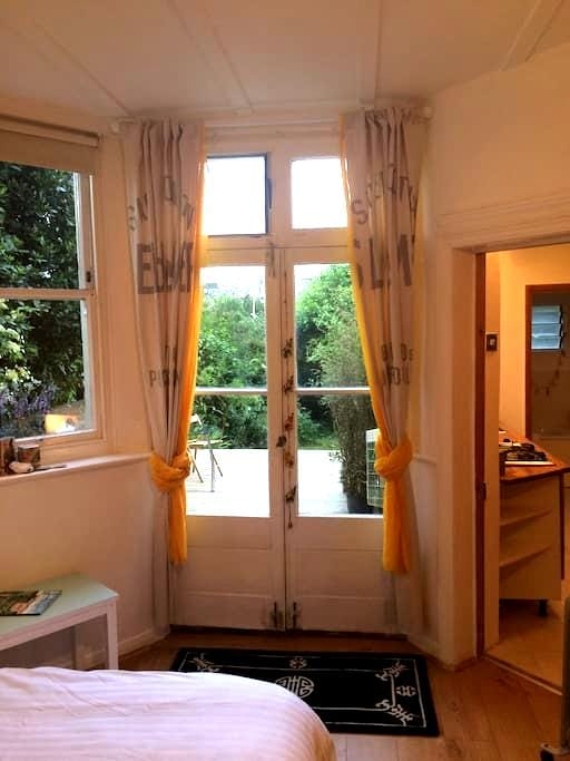 Studio flat with garden - Hastings - Apartemen
