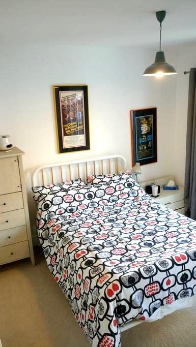 Private en-suite double, gorgeous river views - Canterbury - Apartament