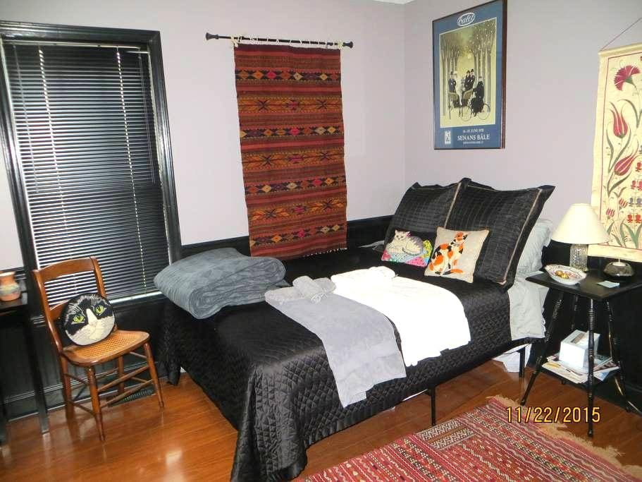 Cozy, Quiet Home Away From Home  - Knightdale - Hus