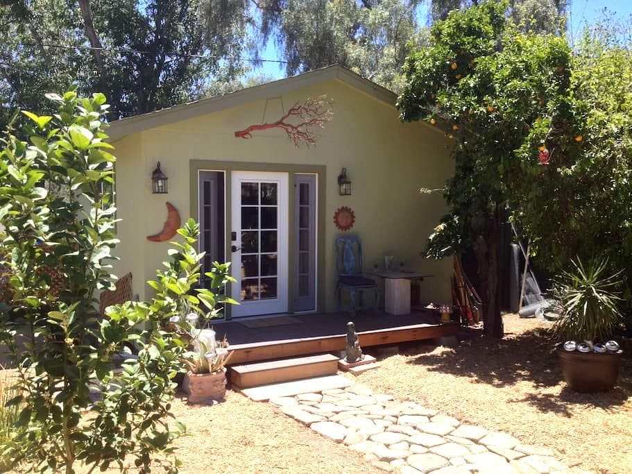 Cozy, private guest house (and cute farm animals!) - San Diego