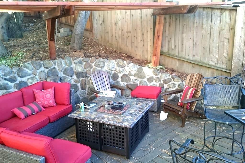 Private Studio in central BayArea location - Belmont - Apartment