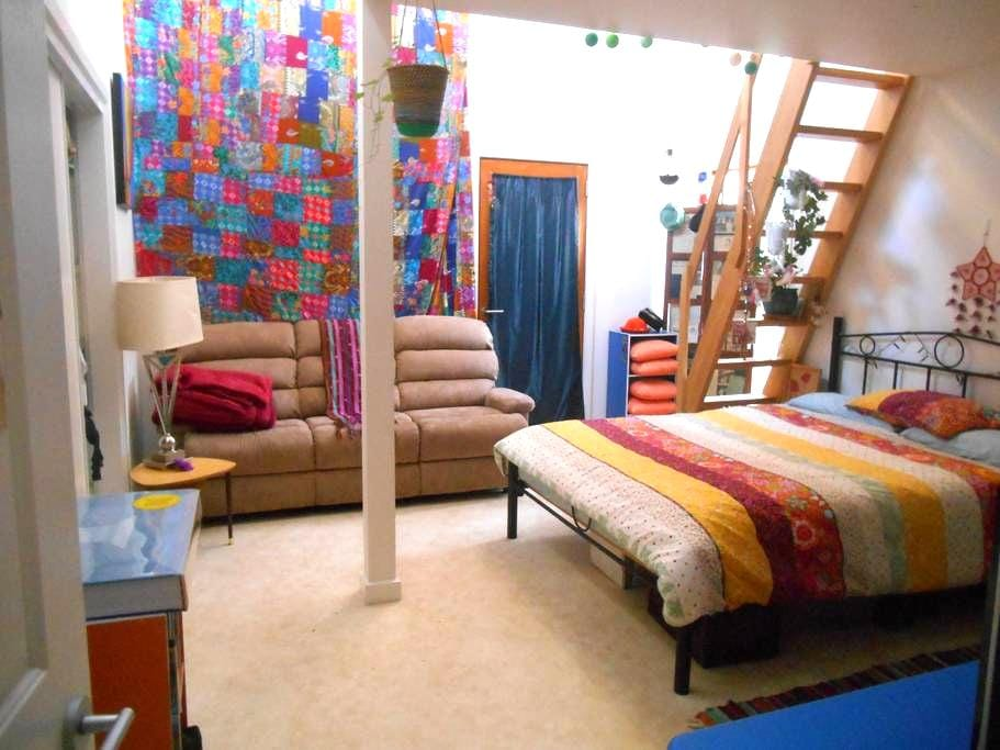 Large room with mezzanine - South Dudley - 独立屋