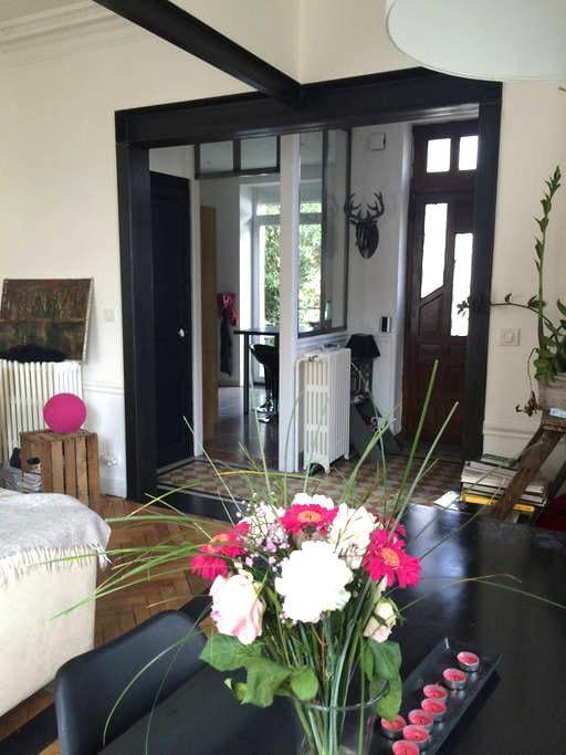 Chambre calme dans maison des années 30 - Clermont-Ferrand