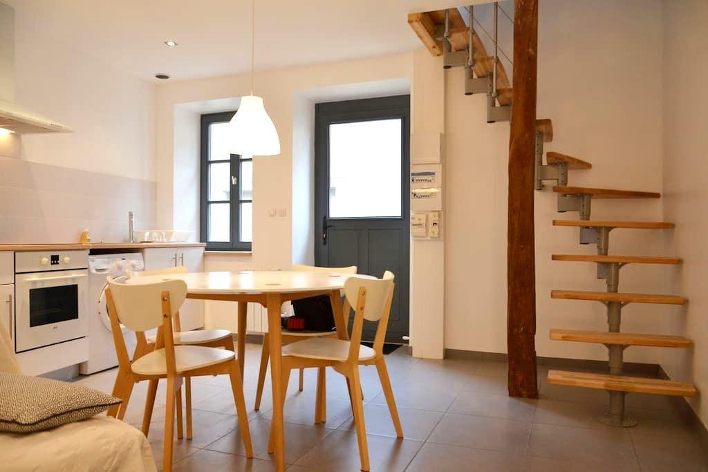 Jolie maison de village entièrement rénovée - Fontaines - Hus