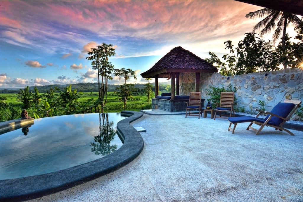 Villa Blue Steps, private villa with stunning view - Kasihan
