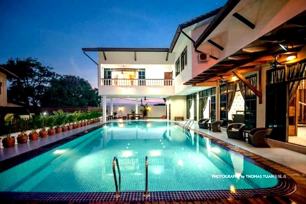 居銮首间别墅渡假屋民宿.超大的泳池 ,高档卡拉OK,环境优美、市区中心 - Kluang - Villa
