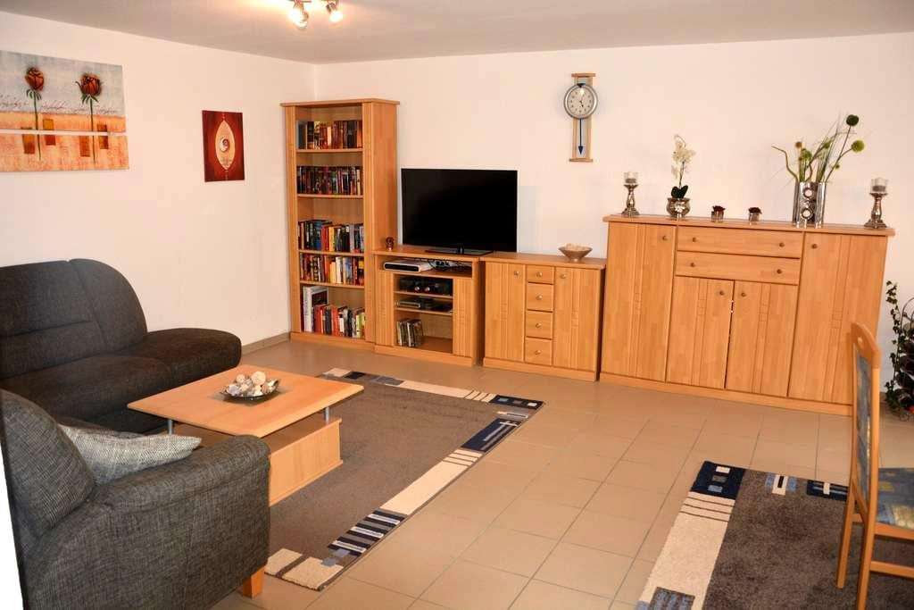 Central 65 qm apartment in a detached house - Krefeld - Departamento
