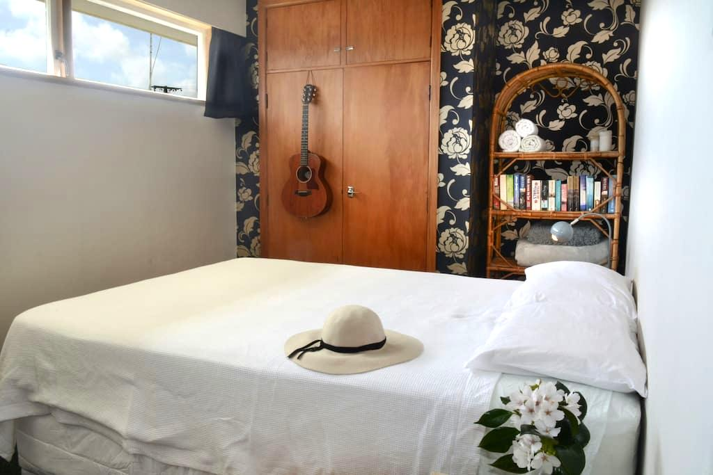 Room by the Sea | near New Plymouth - Waitara - Bed & Breakfast
