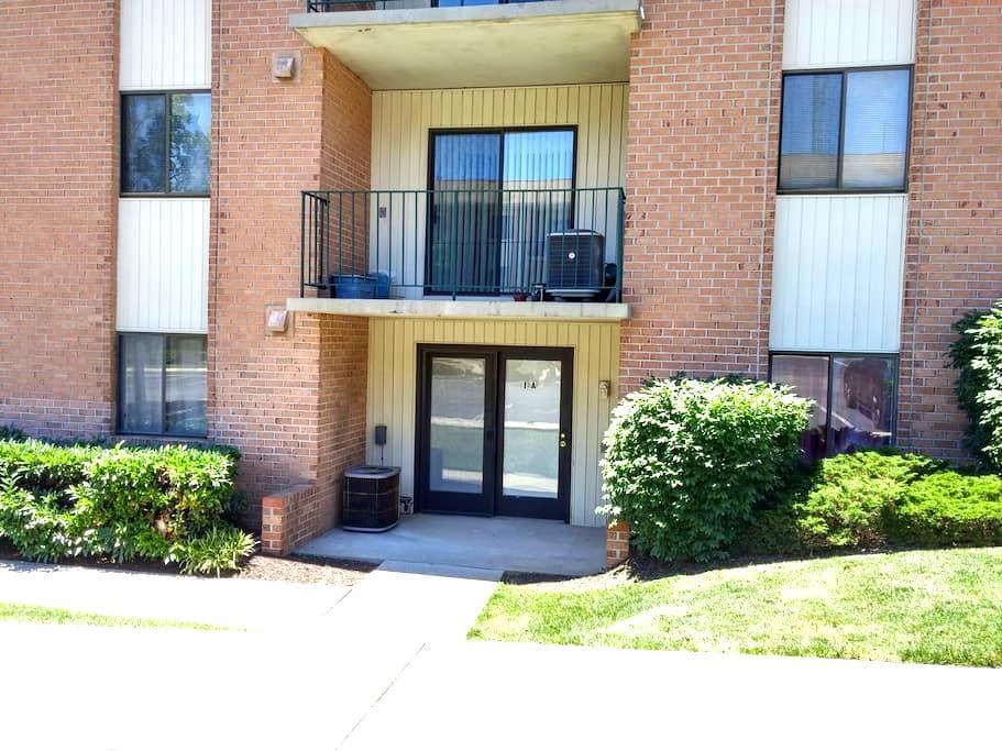 Full condo, plenty of room; 2 beds/2 baths - Catonsville - Apartment