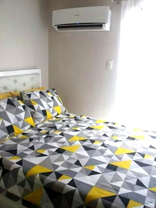 Walk to SM mall &transport 1BR WIFI - Quezon City