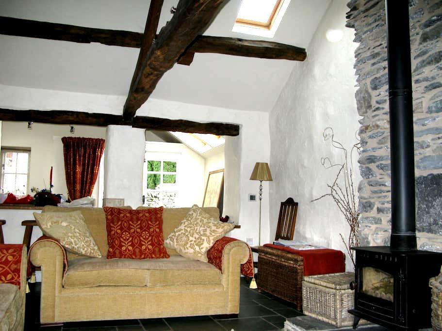 Restored Lakeland cottage - Staveley