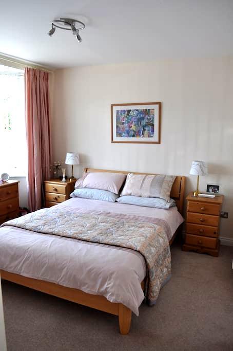 Ground floor room, en suite & breakfast room - Dry Sandford