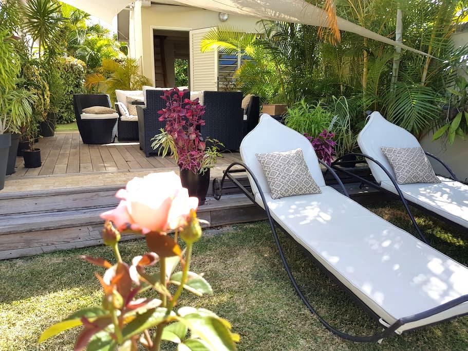 Jolie maisonnette duplex, piscine - Sainte-Suzanne - Casa