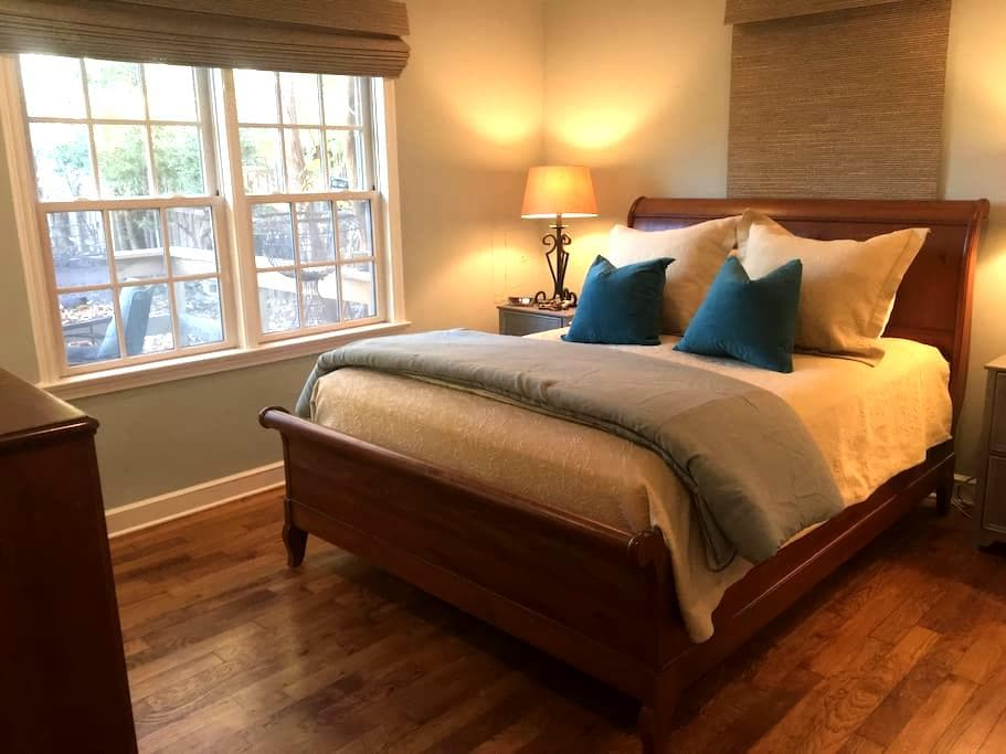 Cozy Cottage Centrally Located - Memphis - Huis