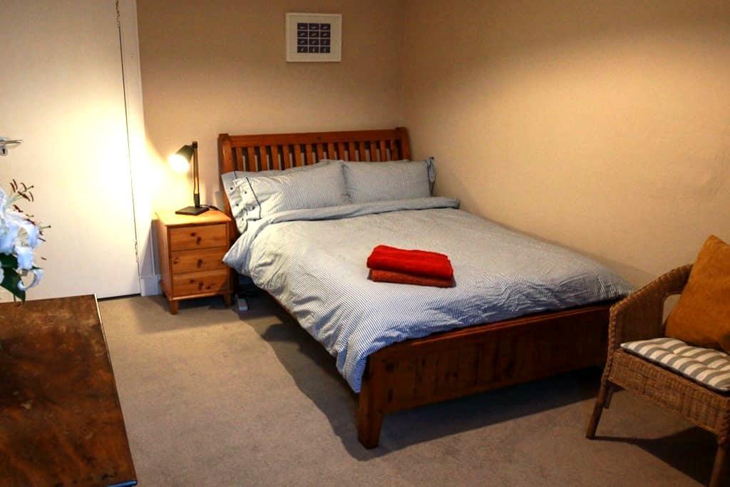 lovely West End Double room - 格拉斯哥 - 公寓