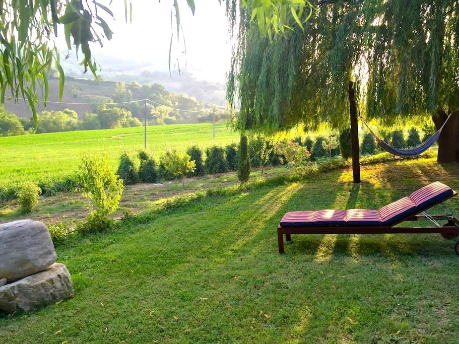Relaxing Farmhouse with a view - Cellino Attanasio - Casa