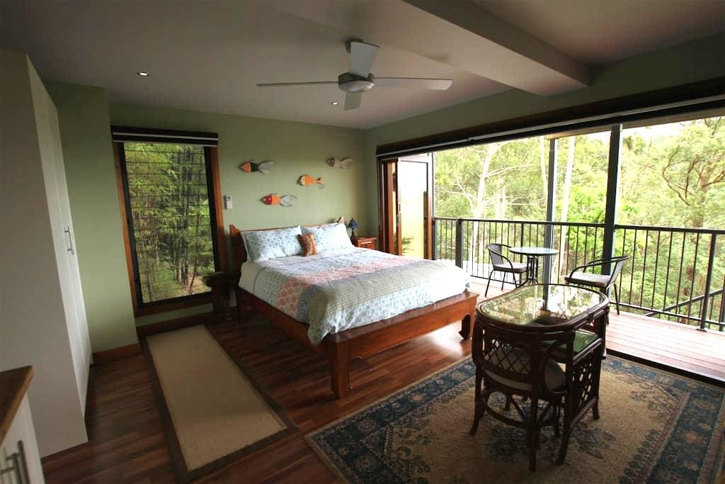 Private guest flat, views, & continental breakfast - Montville - Haus