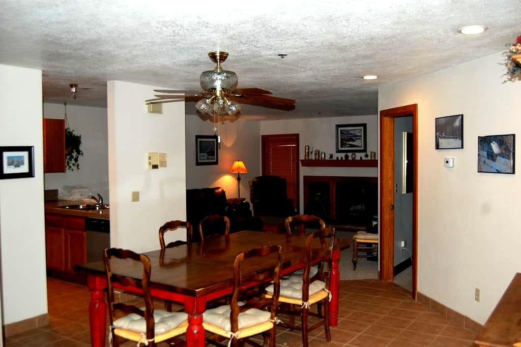 EASY WALK TO LIFTS - GET OUT & SKI! - Park City - Appartement