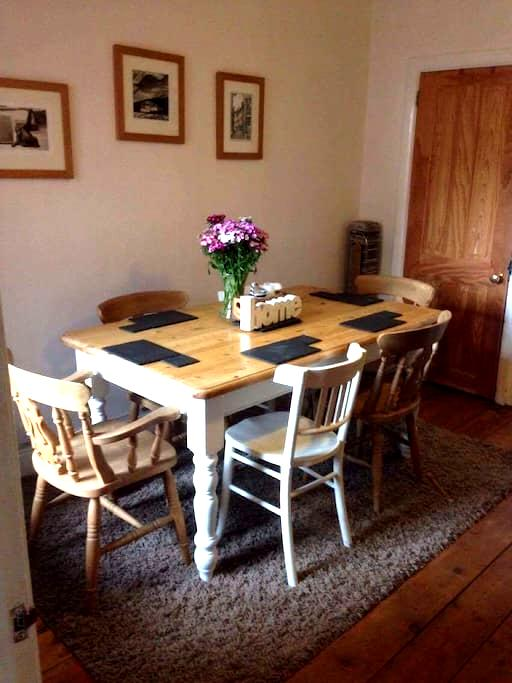 Double room close to everything - Reading - House
