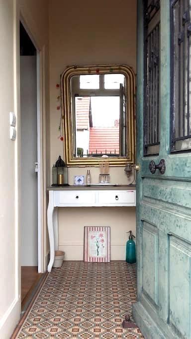 chambre privée avec salle d'eau-WC - Bourges - House
