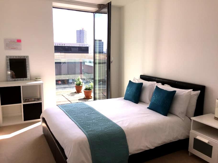 Double bedroom with balcony and private bathroom - London - Lägenhet