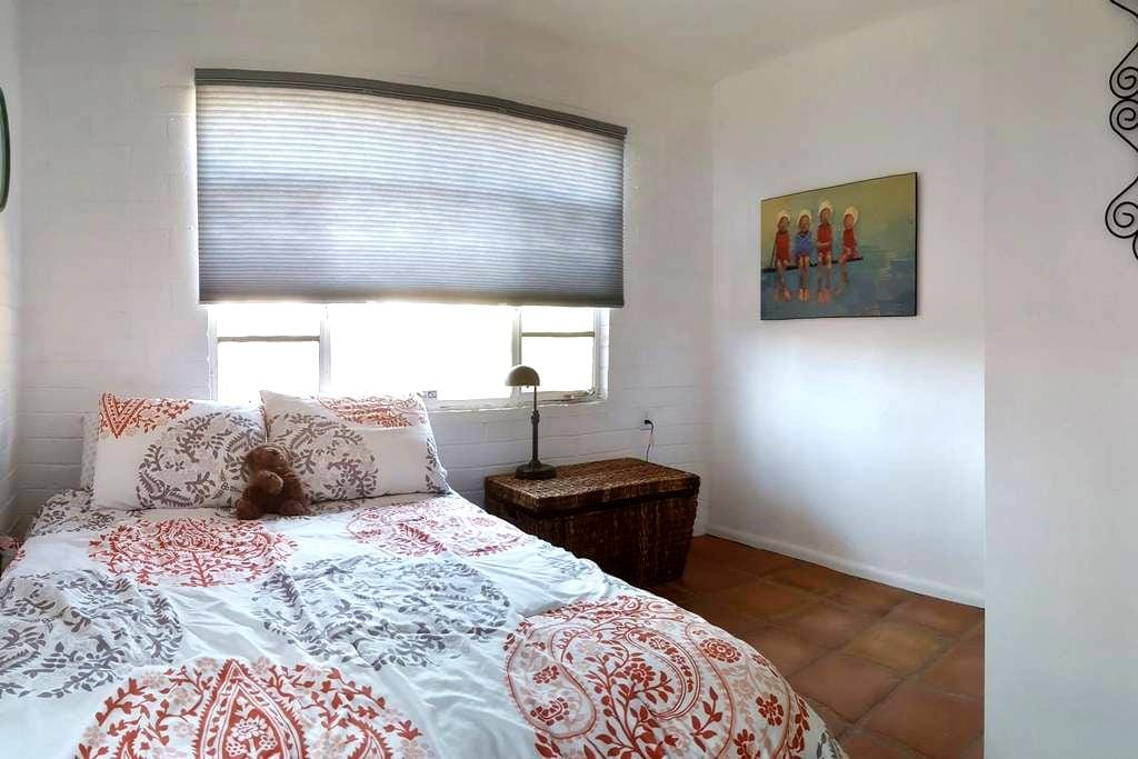 Renovated Brick Bungalow - privacy in midtown - Tucson - House