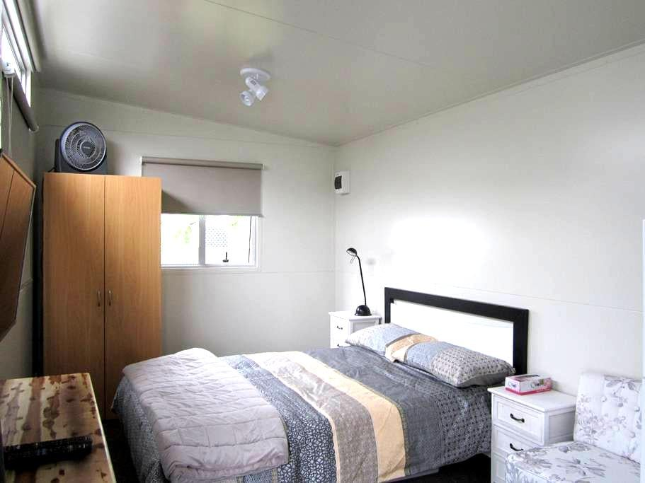 Self contained cabin - Auckland