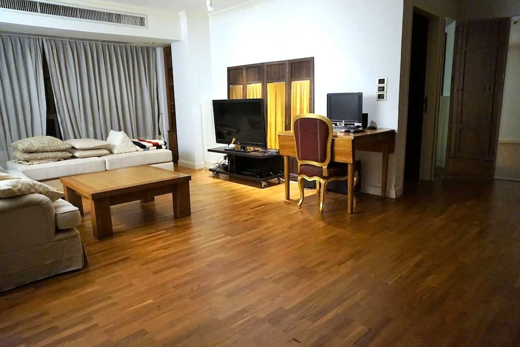 BIG 1BR BANGKOK CENTRAL UNIT w/ FREE PC&WIFI USAGE - Banguecoque - Apartamento