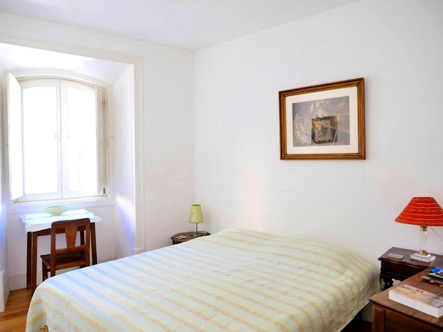 Historical center: simple,comfort,private toilet - Lisboa - Huis