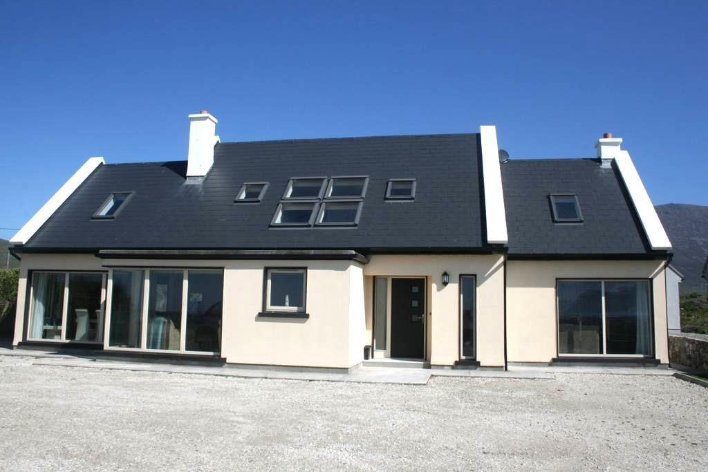 Sáimhín Só our luxurious home overlooking Keel Bay - Achill