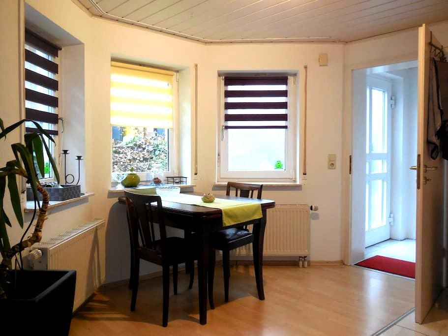 Schorndorf: Kleine Einliegerwohnung im Grünen - Schorndorf - Apartment