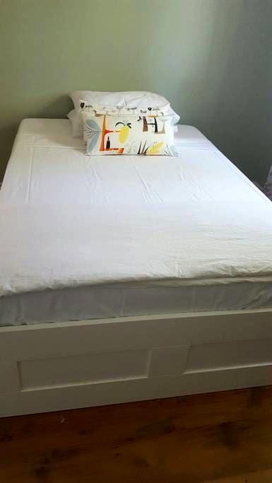 Nice bedroom in a calm building - Montréal - Íbúð