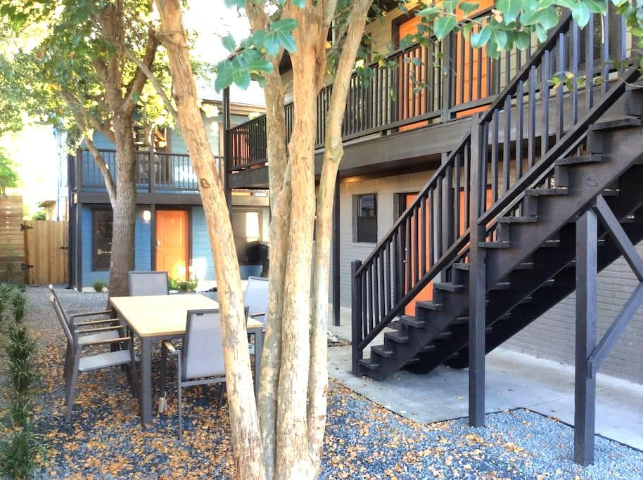 Chic Condos Downtown/Med Ctr (#6-Upstairs) - Houston - Condo
