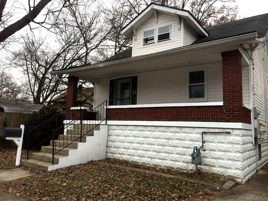 3 bedroom near Expo Center & UofL - Louisville - Dům