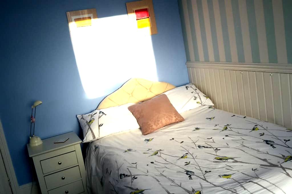 Cosy bedroom, Salisbury City Centre - Salisbury - บ้าน