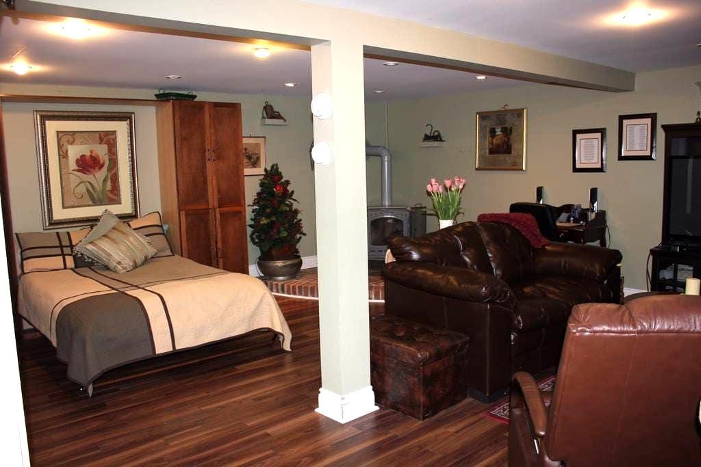 Home away from Home-Granny suite - Kingston - Apartamento